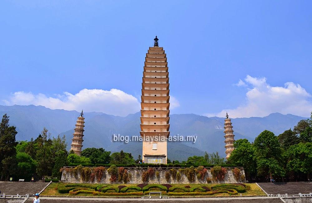 Three Pagodas of Chongsheng Temple in Dali