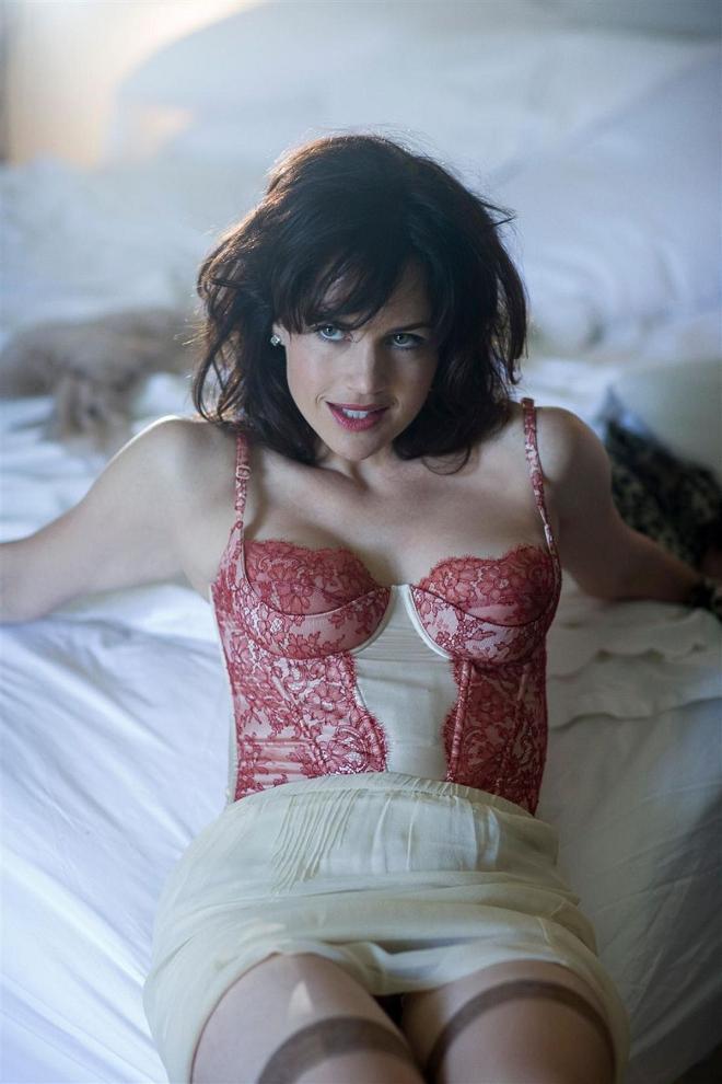 Namitonz: Hot Cougar: Carla Gugino