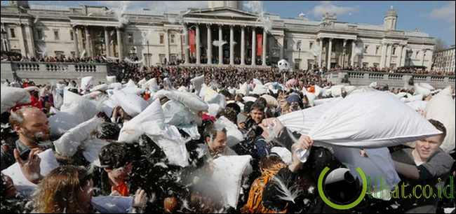 International Pillow Fight Day, Inggris