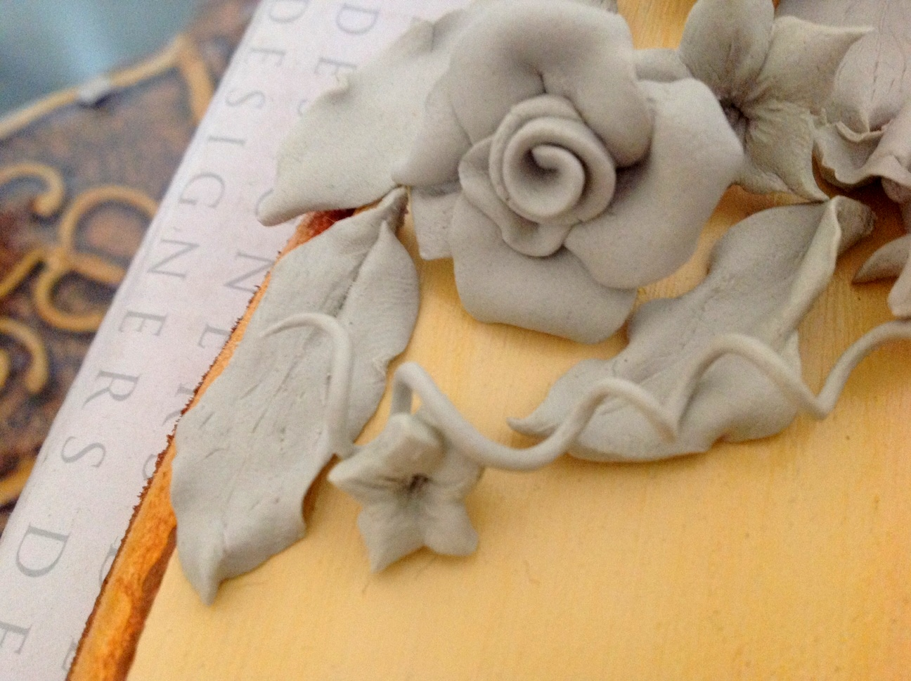 Take A Little Of The Mix In Your Hand And Flaten It Roll Into Petal Form This Video Will Give You An Idea On How To Make Flowers