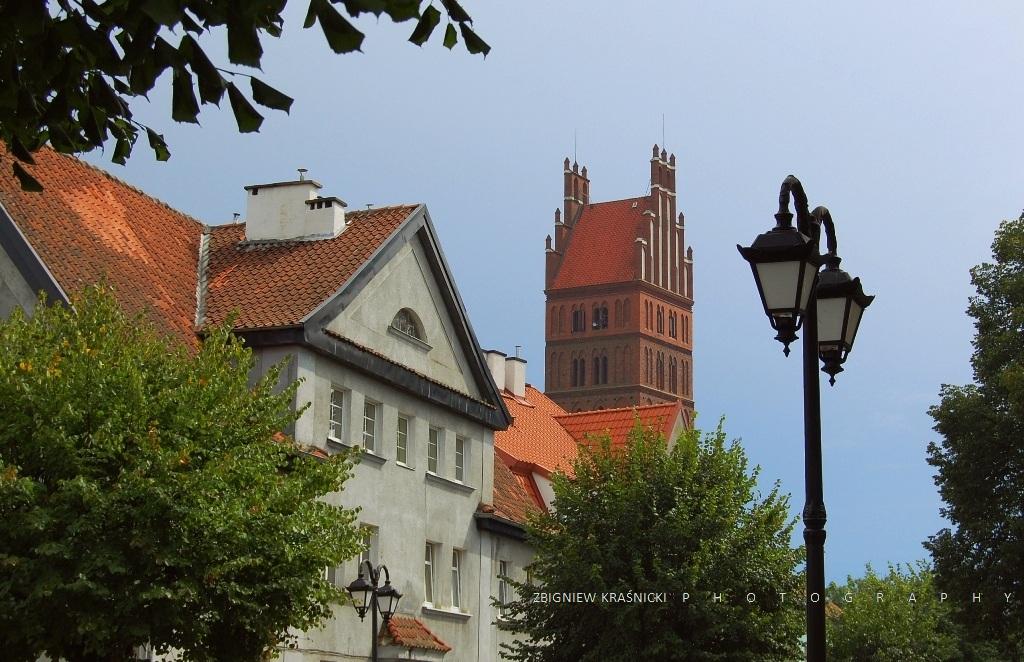 Dobre Miasto. O bazylice, baszcie, wieży i odnawianej kapliczce