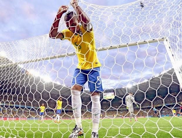 Copa do Mundo no Brasil: O ápice da alienação nacional