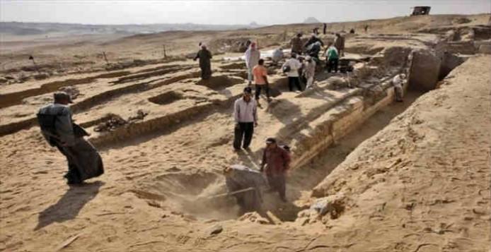 Πλοίο 4.500 χρόνων βρέθηκε θαμμένο κοντά σε τάφο στις πυραμίδες του Αμπουσίρ