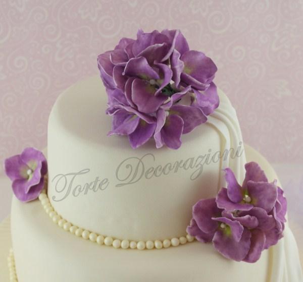 Torte e decorazioni torta a due piani con ortensia for Piani a due piani