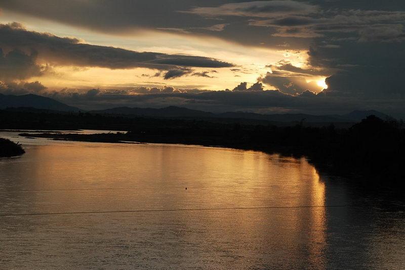 Hoàng hôn trên dòng sông DakblaCầu Dakbla, Kontum - Photo Phạm Anh Tú