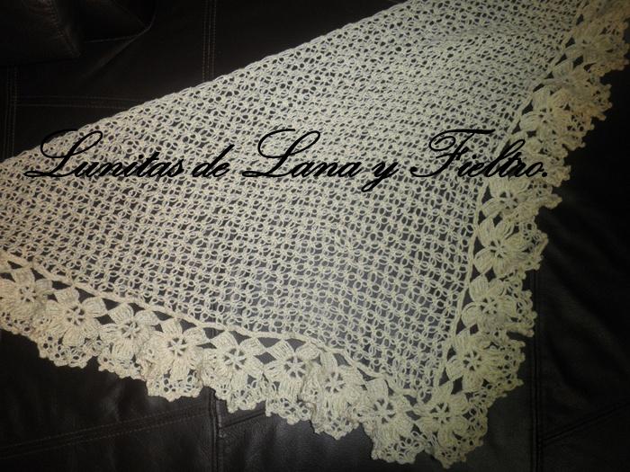 Lunitas de Lana y Fieltro: Chal triangular beige de punto salomón ...