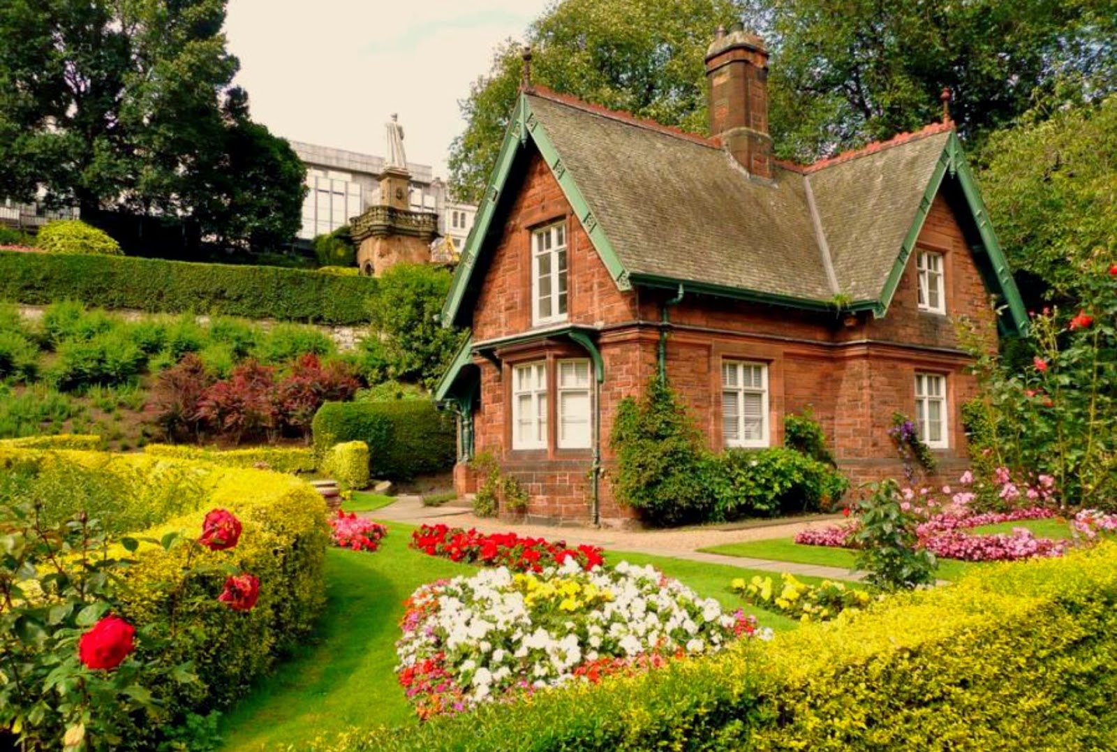 Beautiful Houses With Beautiful Gardens