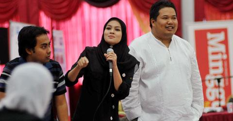 Dis Pihak Pembangkang Datin Norjuma Habib Mohammed Berdiri