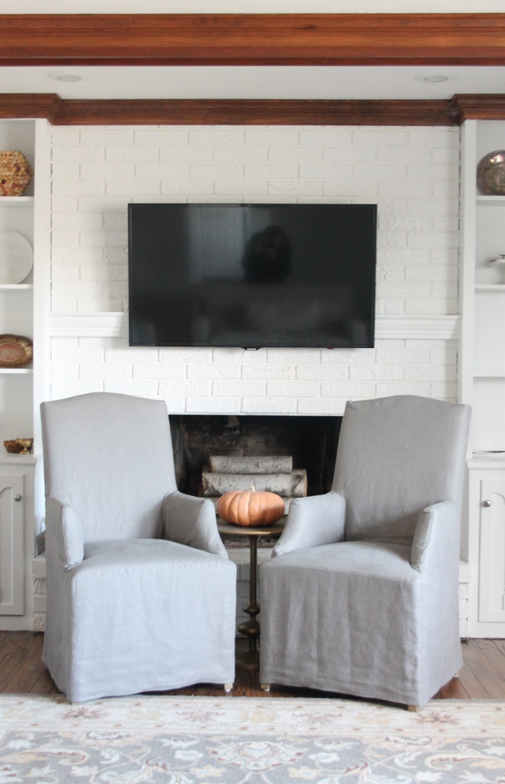 hiding cord on wall mount for flat screen tv diy mantel julie blanner. Black Bedroom Furniture Sets. Home Design Ideas