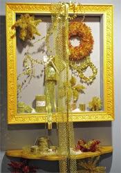 decoração com moldura e enfeites aramados para Natal