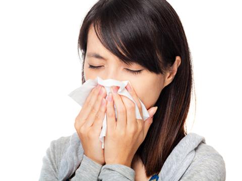 Chữa viêm mũi dị ứng bằng nước muối sinh lý