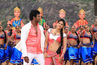 Actress Anjali cute in Madha Gaja Raja Song