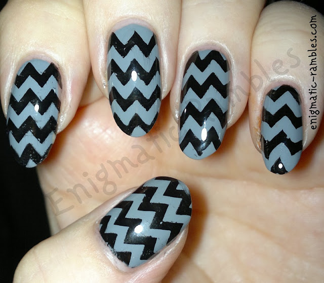chervon-grungy-nails-nail-art