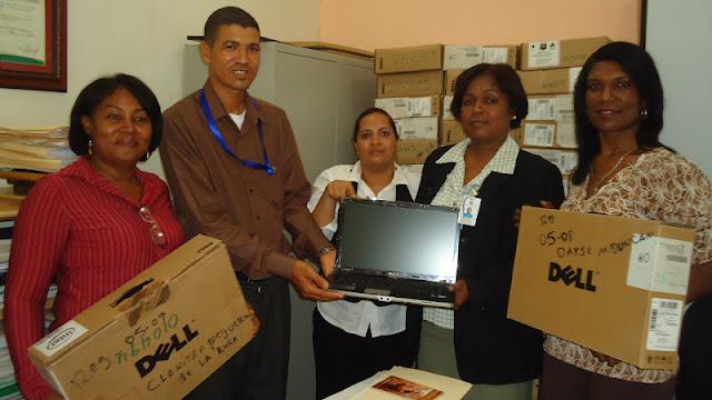 Regional de Educación 05 entrega a Laptos a  Técnicos Regionales y Distritales.
