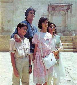 abhishek bachchan childhood photo with amitab bachchan