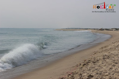 Waves along the beach in Dhanushkodi