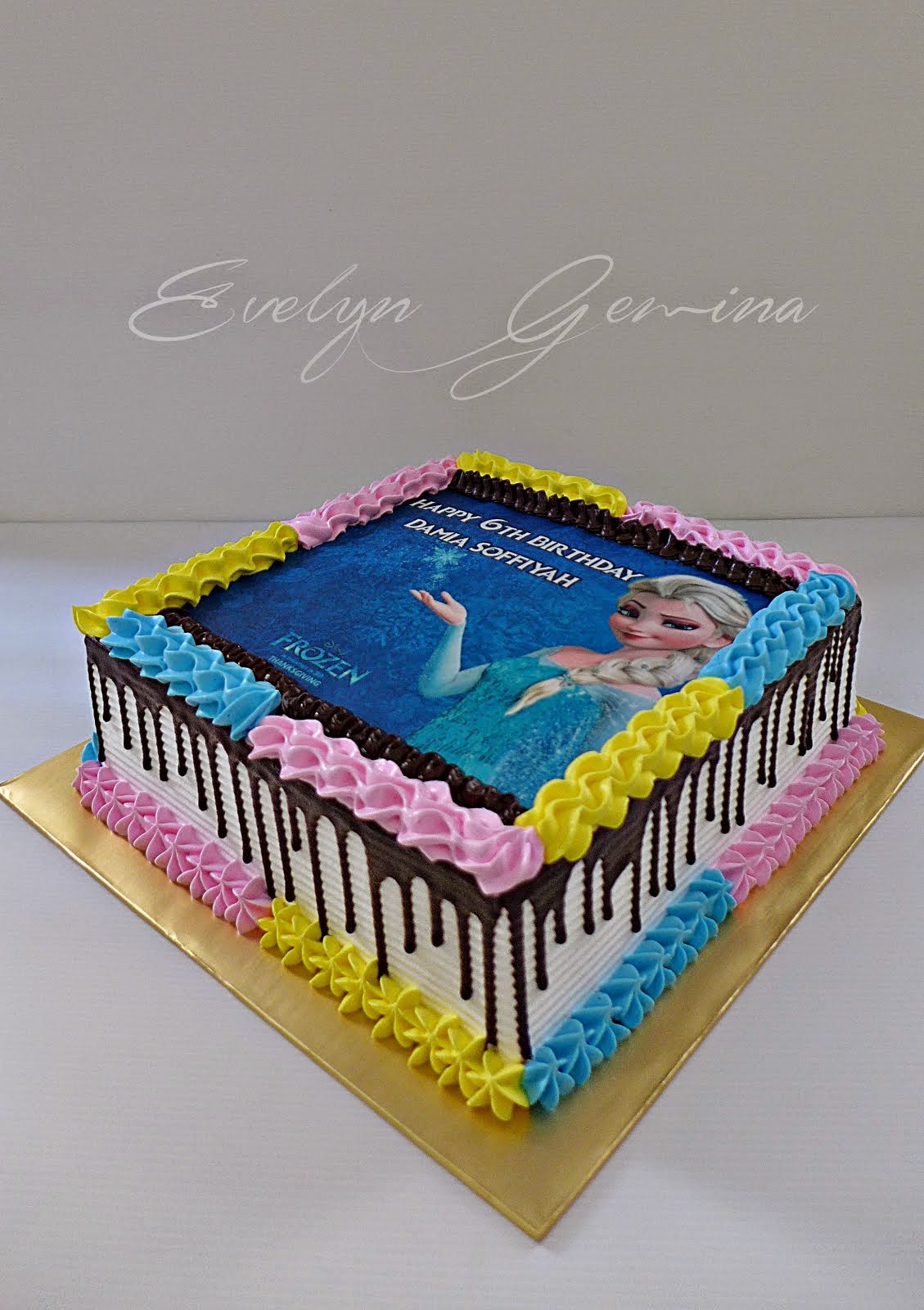 Moist chocolate Cake (Frozen theme) / 2.5kg