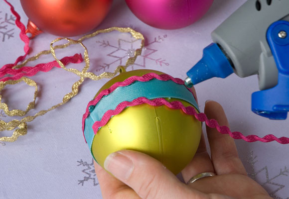 Marzua c mo hacer bolas de navidad para colgar del rbol - Como decorar bolas de navidad ...
