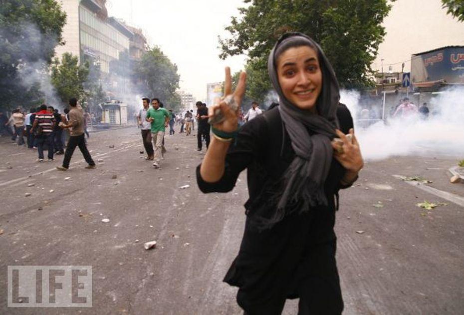 Manifestante contra la injusticia (Teherán, 19 de Junio 2009) Foto: Amir Sadeghi.