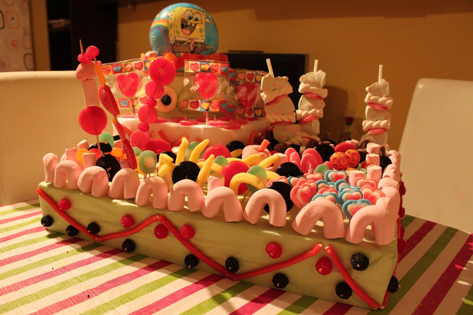 Paz y gloria en la cocina tarta de chuches for Envolver brochetas de chuches