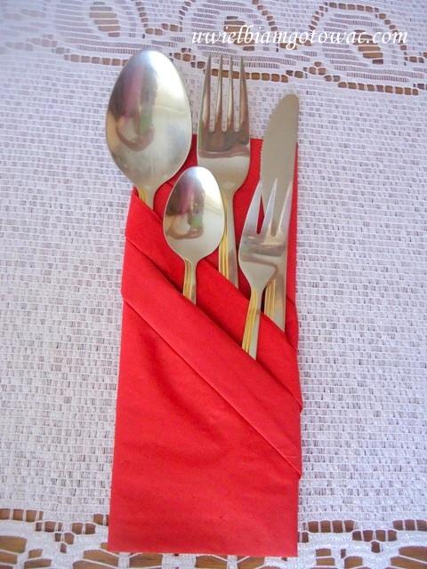 Serwetka w kształcie kieszonki na sztućce