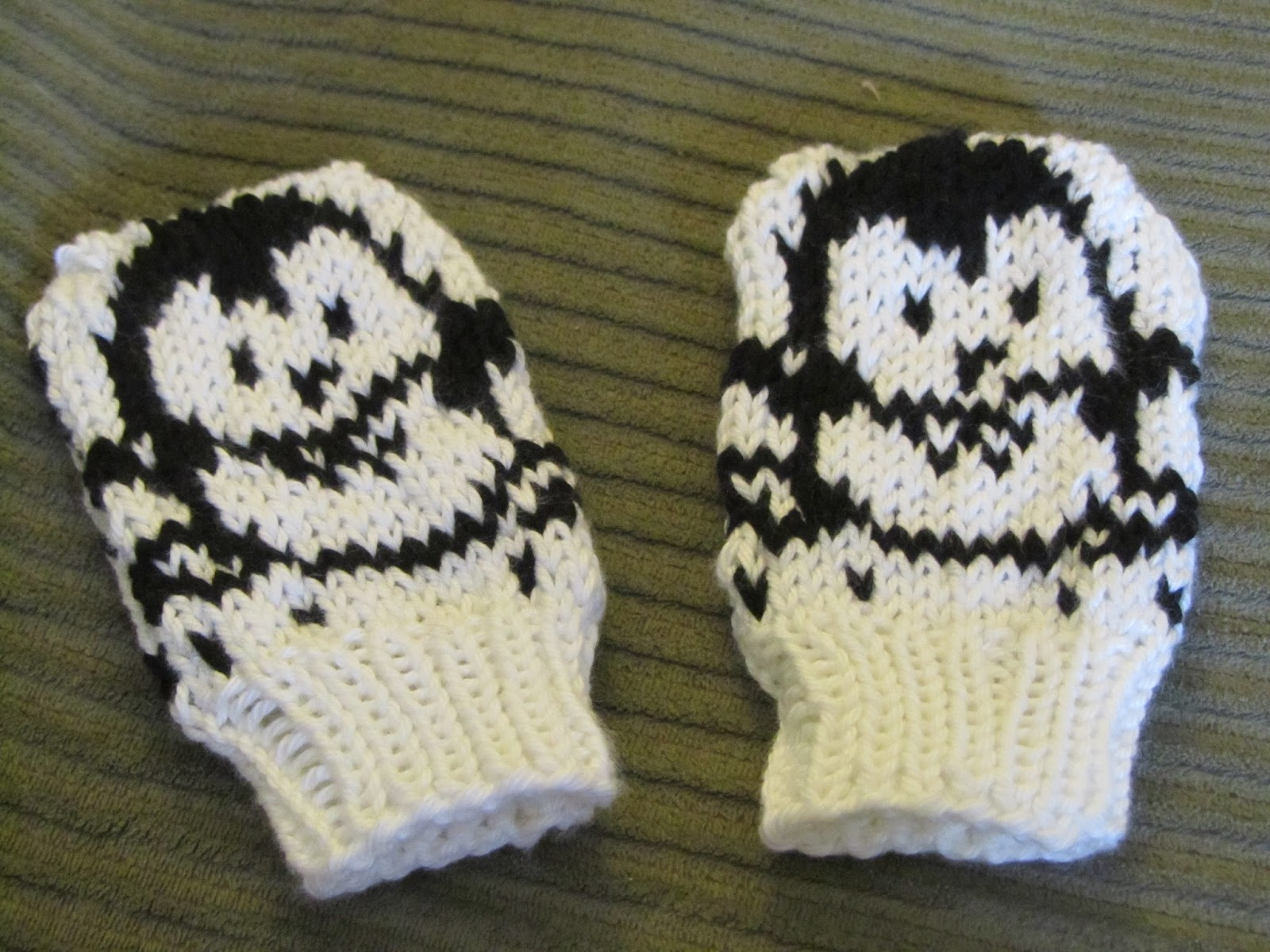 ChemKnits: Penguin Mitts