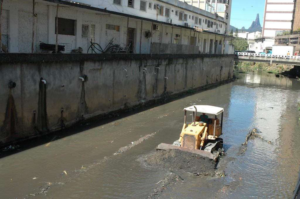Resultado de imagem para limpeza de rios teresópolis