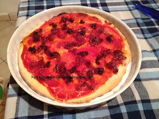 pizza ignorante farcita con nduja e marmellata di cipolle