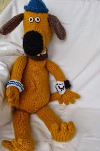 http://stana-critters-etc.blogspot.com.es/2012/07/knitting-pattern-for-bitzer-dog.html