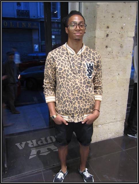 veste zippée léopard WESC, montre calculatrice Casio, tennis Vans, lunettes Jimmy Fairly, short Joyrich