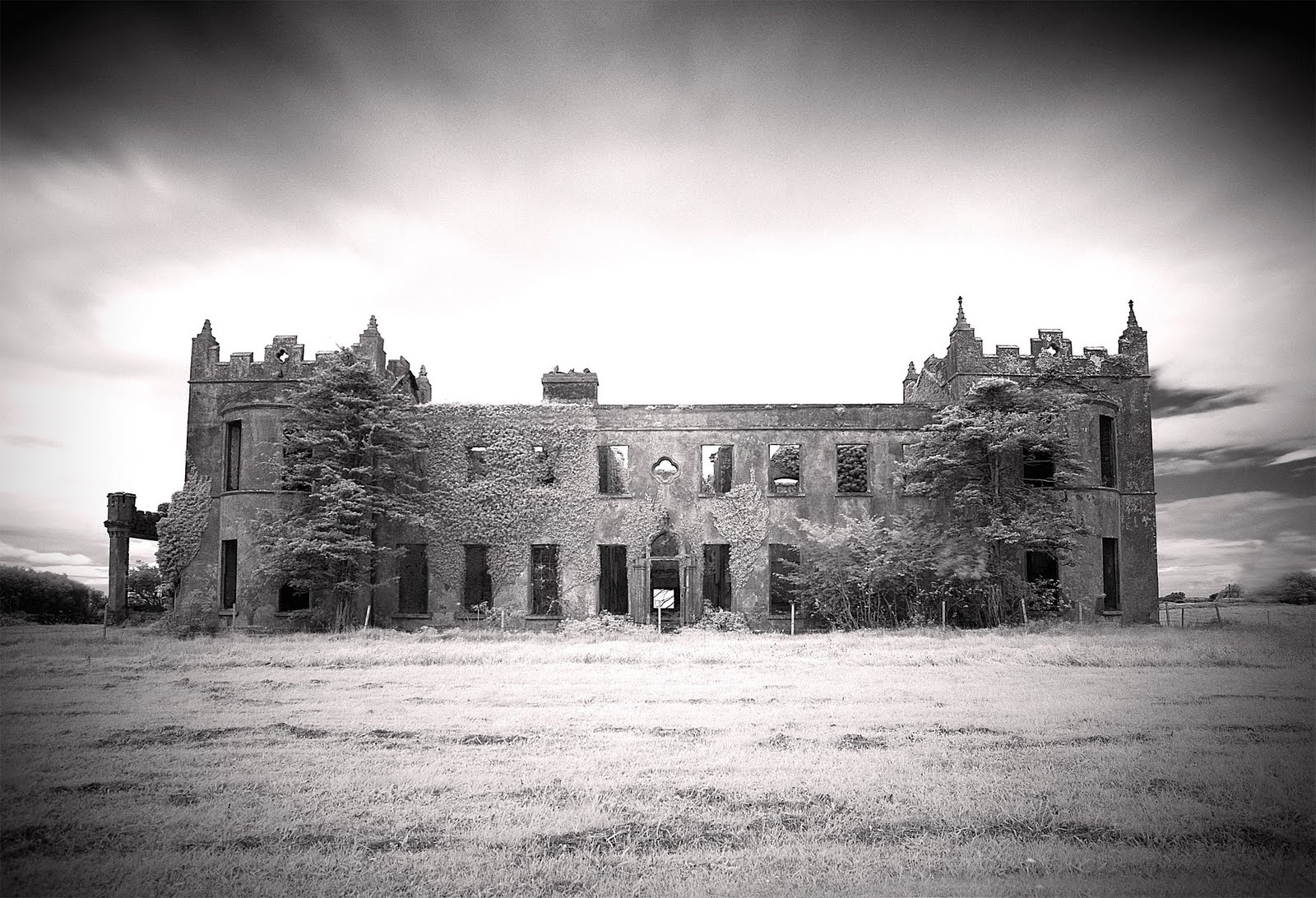 The Hardiblog Abandoned Mansions An Exhibition Of