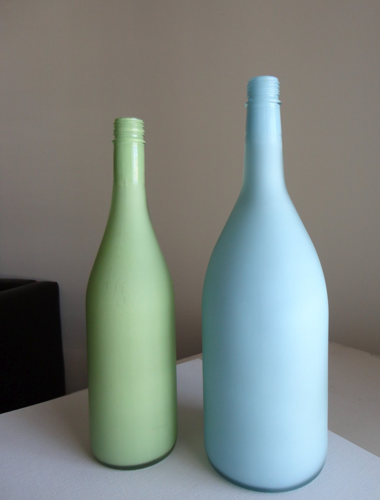 Deco chick upcycle your empty wine bottles for What kind of paint to use for wine bottles