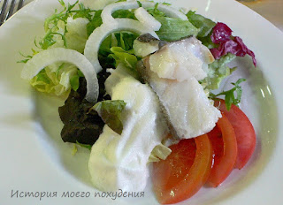 Паровая треска со свежими овощами