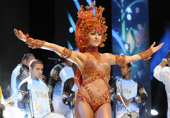 06/12/2012, Sabrina Sato and Cris Vianna took part in recording vignettes for Carnival Globeleza, on Wednesday (5), as queens of their batteries samba school. Vila Isabel and Empress Leopoldinense respectively too.