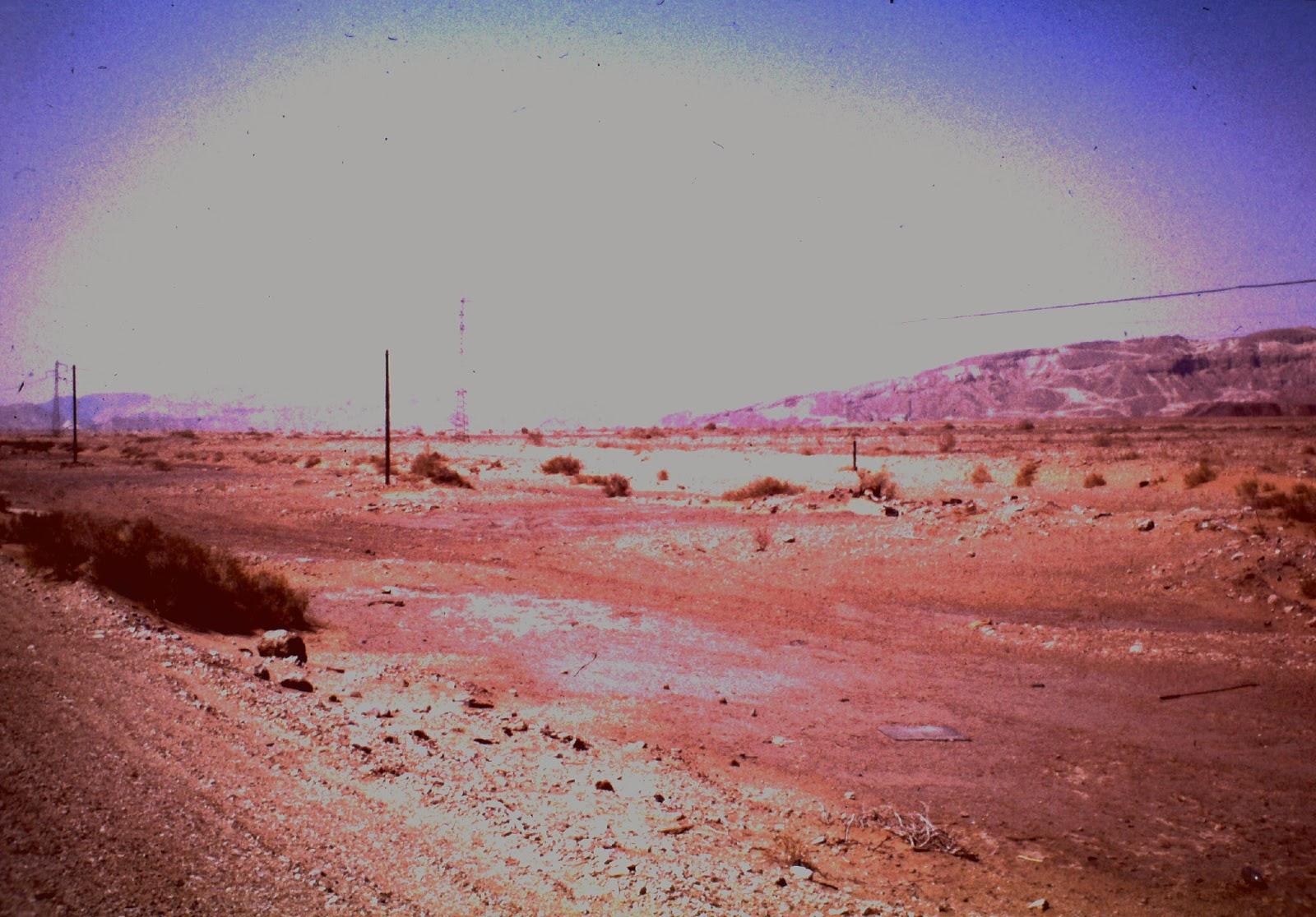 Völlig überbelichtetes Bild eine Sonnenaufgangs in der Negev Wüste. Oder ein Atombombentest, wer weiss.