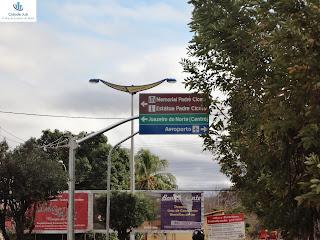 Placa na Av. Humberto Bezerra.