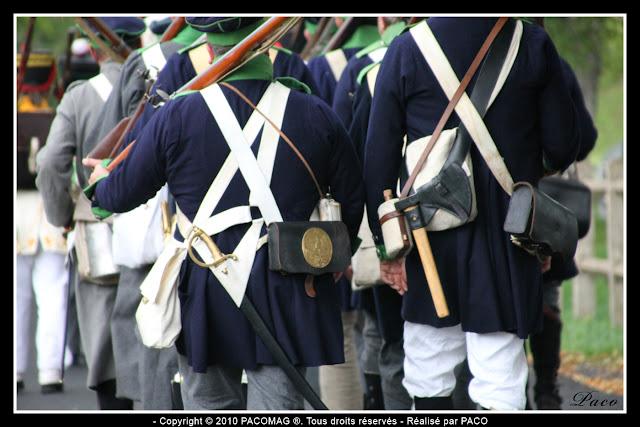 Défilé en costumes d'époque lors de la Reconstitution du bicentenaire du siège de rocroi