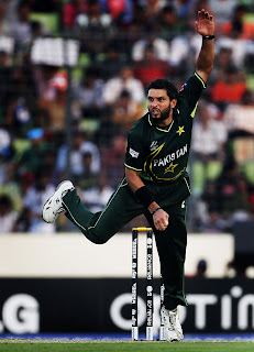 Shahid Afridi in his aggressive stride