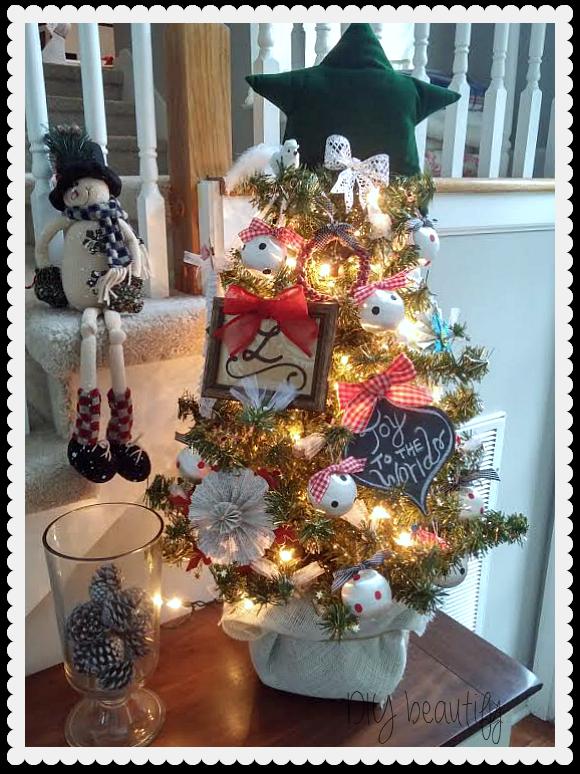 Christmas tabletop Tree at www.diybeautify.com