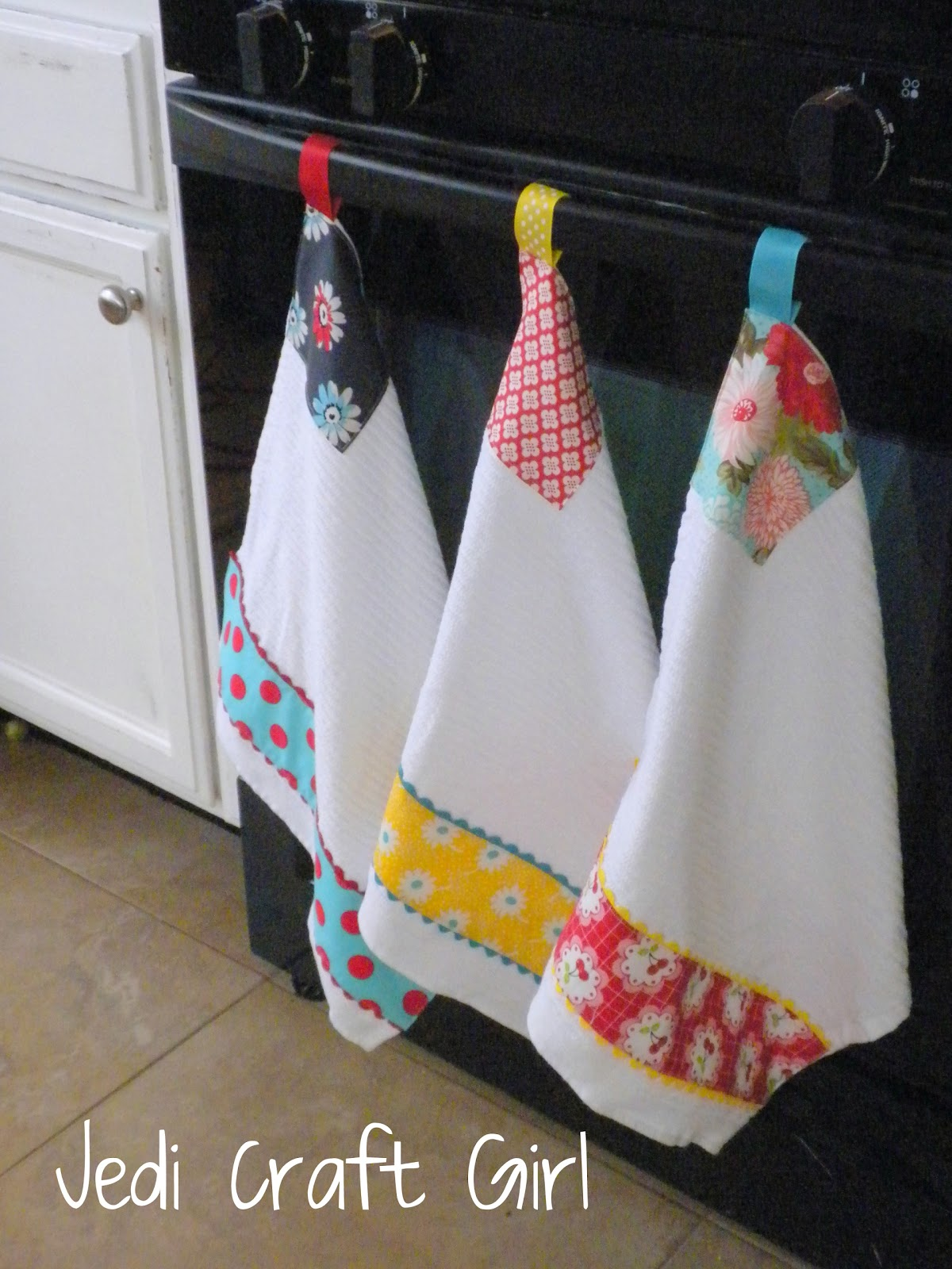 made these kitchen towels to go in my newly updated kitchen they