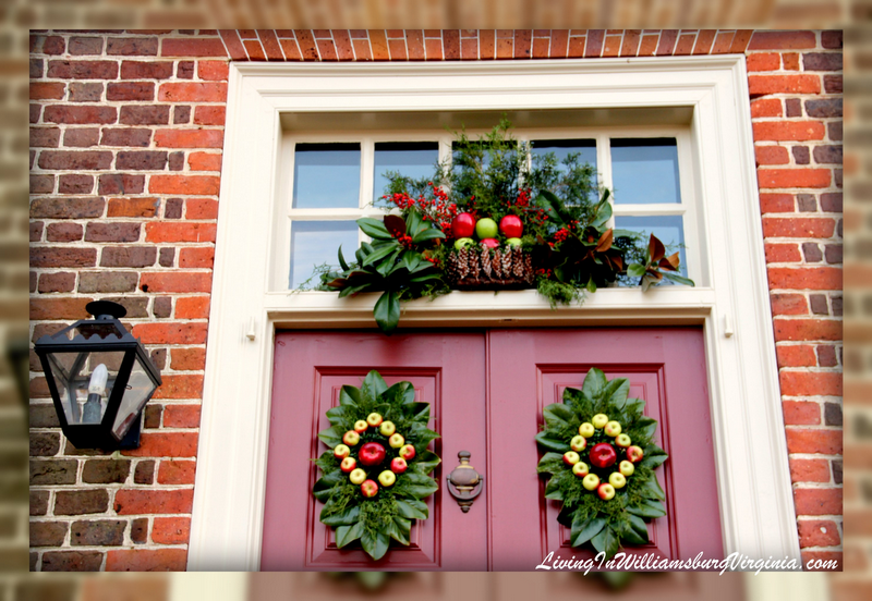 Living in williamsburg virginia december 2011 for Colonial home christmas decorations
