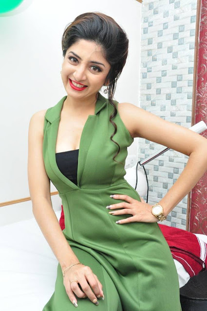 Hot Poonam Kaur Latest Photos In Green Trends Salon Launch
