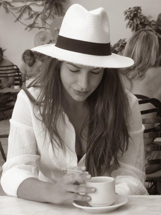 και μετά τον καφέ πάμε στο CORFU ΜΠΕΡΕΤΑ