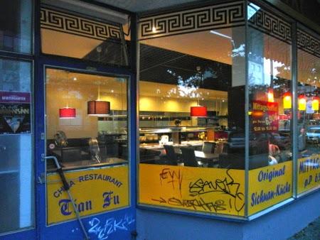 Tian Fu Berliner Straße -  Blick von außen ins Chinesische Restaurant