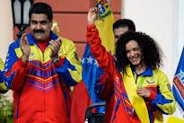 Maduro ordena destituir a funcionarios que han firmado el revocatorio