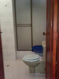 baño en habitación dentro del apartmento que se alquila con muebles