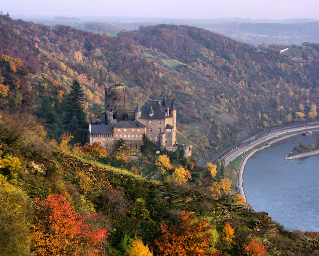 Katz Castle near Saint Goarshausen, Germany. Photo: © German National Tourist Office. Unauthorized use is prohibited.