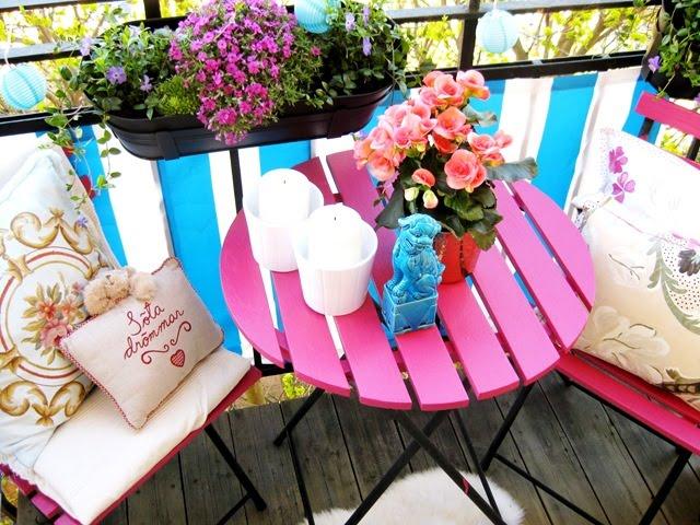Quedamos en el blog inspiraci n al fresco for Mesa y sillas para balcon
