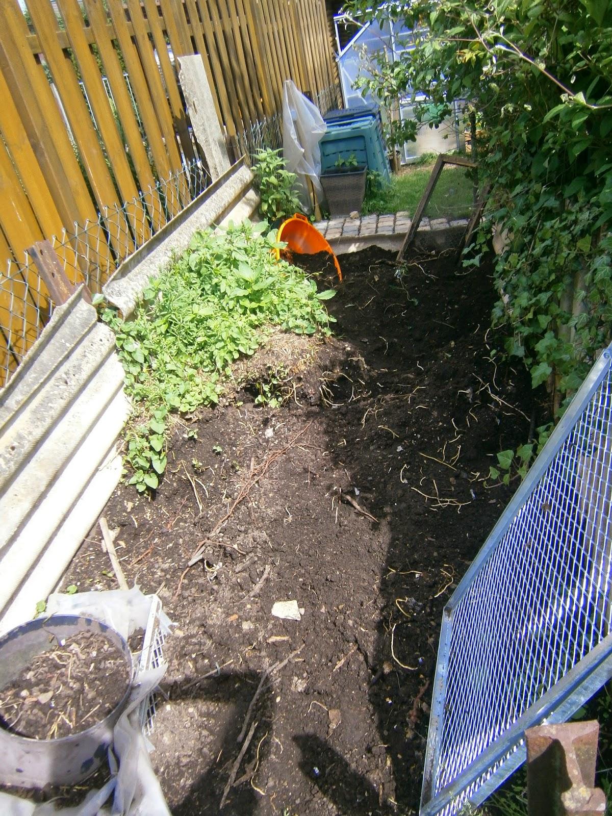 komposthaufen bauen swalif. Black Bedroom Furniture Sets. Home Design Ideas