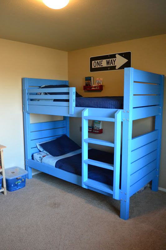 it 39 s twinsanity building bunk beds before baby 39 s birth. Black Bedroom Furniture Sets. Home Design Ideas